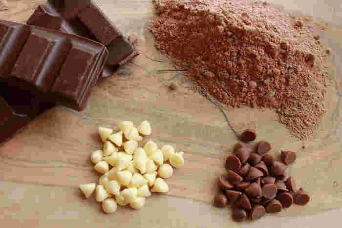 """ブランドチョコレートももちろんいいですが、一年に一回だけの特別な""""セルフチョコ""""を今年は手作りしてみませんか? 「今年はこんな一年にしようかな?」なんて考えたりしながら作るのも楽しそう!  チョコレートにココアや抹茶など好きなフレーバーをプラスすることで、レシピをアレンジできるのもいいですね。"""
