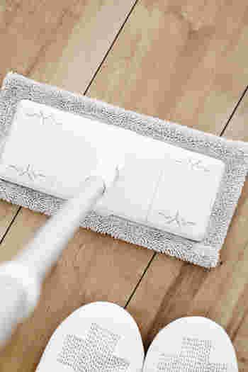 フサフサのモップが、掃除機で取り残した小さなチリやホコリをしっかりキャッチしてくれます。