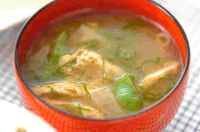 定番のお味噌汁にマンネリを感じたら、インゲンをつかったお味噌汁はいかがですか?こちらのレシピではモロッコインゲンを使用していますが、サヤインゲンでも美味しく作れますよ。