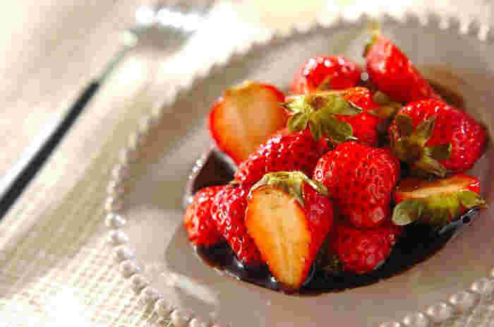 小粒や酸味のあるいちごは、バルサミコヴィネガーなどでマリネして美味しくいただきましょう。ヨーグルトやアイスクリームと一緒に、ひと手間かけたデザートになります。