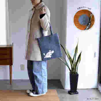 1つ1つ丁寧に作られたハンドメイドのバッグは持ち手の長さも絶妙で手持ちでも肩掛けでもOK!冬のあったかアウターとの相性も抜群です♪