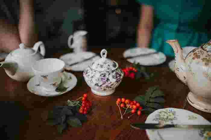 みなさんはミルクティーを作るときはどちらを先に入れますか?実はこの争いがイギリスでなんと130年も続いたといわれるほど、紅茶が好きな人にとっては重要な問題!