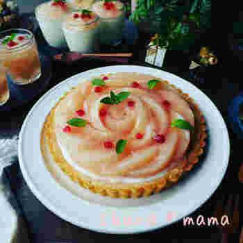 桃のコンポートとヨーグルトムースのタルト。桃の甘さとヨーグルトムースの爽やかさが、口の中で広がります。見た目も華やかなのでおもてなしにも◎