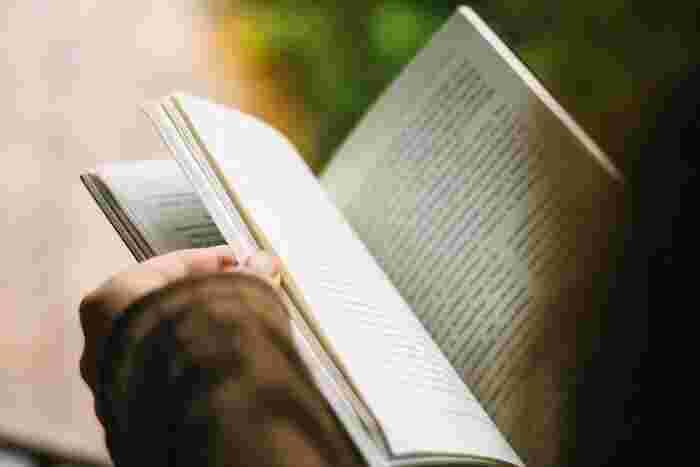 純文学や大衆文学を扱う雑誌が多い中、特定のジャンルを扱う文芸誌が注目されています。好きなジャンルの理解を深めるのも良し、今まで触れたことのないジャンルの知識を広げるのも良し◎専門書よりも気軽に読めるため、思いもよらない新しい趣味が見つかるかもしれません。