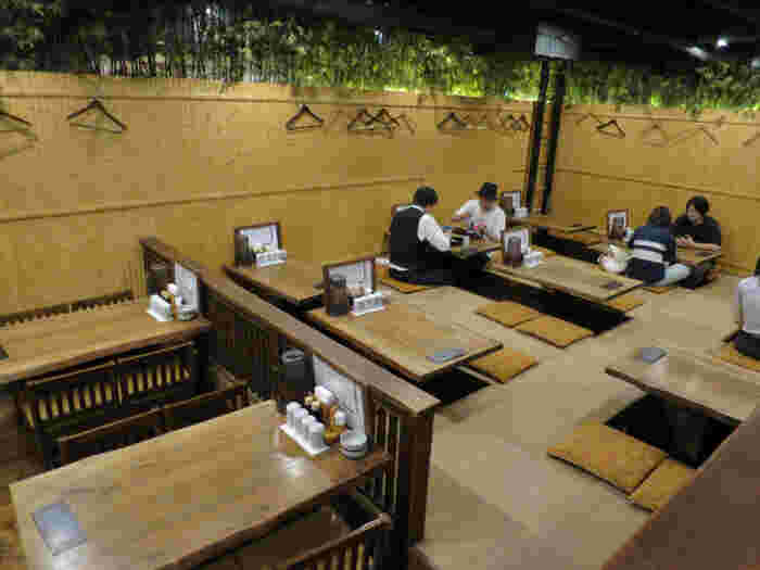 豊洲で厳選されたおいしい魚が食べられる居酒屋「越後屋 三太夫」。昼は干物や焼き魚の定食、夜は鮮魚がリーズナブルに頂けます。