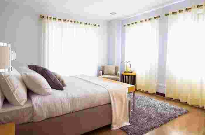 圧迫感を部屋し、部屋を広く見せる効果があるとされています。