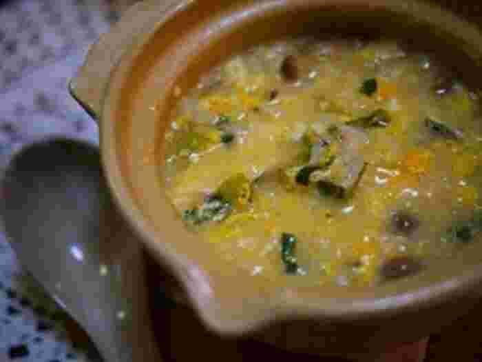塩麹で塩ちゃんこの残りのスープでリメイク雑炊。残りのスープで作るので本当にお手軽でおいしいのは嬉しいですよね。