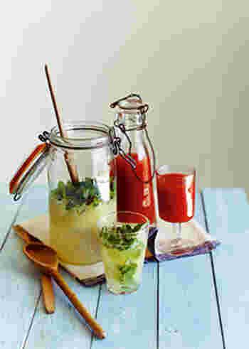暑い夏にさっぱり体が目覚めるドリンク2種です。真っ赤なトマトジュースと甘いパイナップルジュースの栄養満点のドリンクと、ほろ苦く爽やかなグレープフルーツにはちみつの甘さとミントの爽やかな香りのドリンク。気分に合わせて選んでみてくださいね。