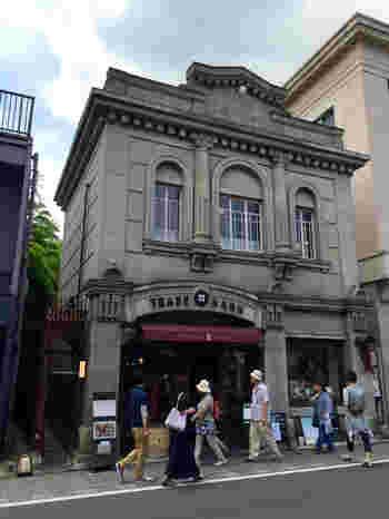 「仲町」交差点からすぐのところにある「KAWAGOE ART CAFE ELEVATO」は、洋風な佇まいが印象的。元々は猟銃や輸入自転車の販売店でしたが、その後美術館になりカフェへと生まれ変わりました。