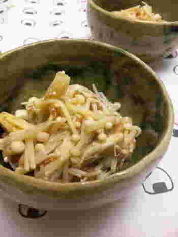 えのきとかつをぶしで作るシンプルなレシピ。レンジでできちゃうのは心強いですよね。