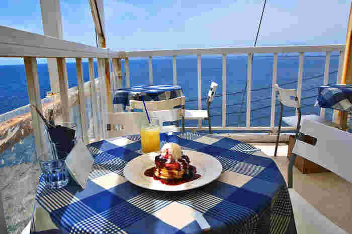 真っ青な海を眺めながら頂くと、なんだかとっても贅沢しているような気分に♡