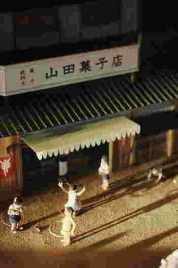 停留場前には「都電おもいで広場」があり、旧型車両2両と昭和の町を再現したジオラマが展示されています。昭和時代の懐かしい風景が再現されていて、ノスタルジックな気分にひたれます。