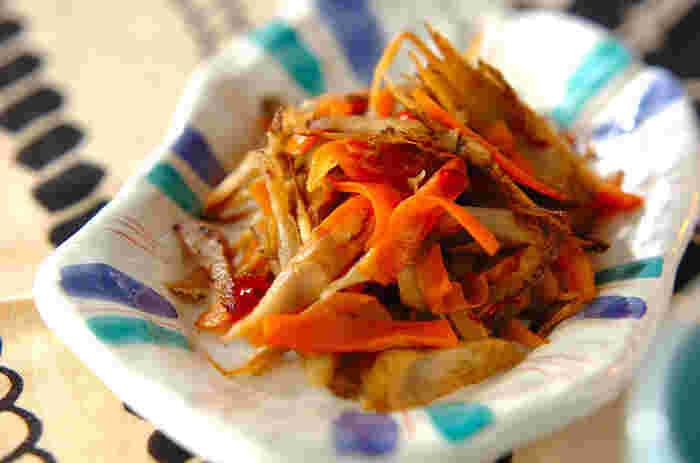 シャキシャキの食感が楽しいきんぴらごぼうも手巻き寿司の具におすすめです。子どもがいる場合は、赤唐辛子を無くすか、使う量を減らしましょう。