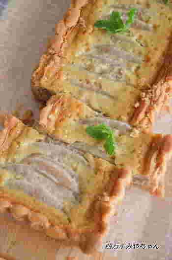 ホットケーキミックスを使えば、季節フルーツのタルトもあっという間に完成! 梨も煮ずにそのまま使用するので、面倒な手間がかからない簡単クッキングです♪