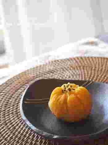 クルミは和のスイーツにもぴったり♪こちらは安納芋の甘さだけでいただく茶巾しぼりです。お砂糖を控えている時のおやつにもおすすめ。