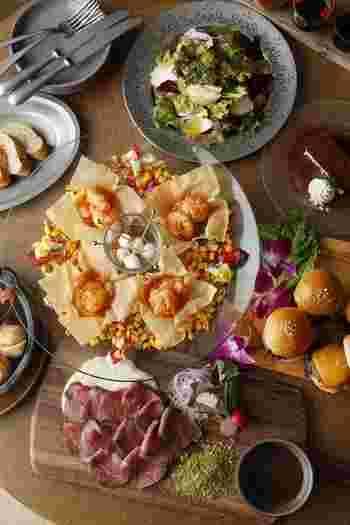 店名の「PANWOK」はフライパンと中華鍋を意味しています。店名と同様に洋食と中華が頂けるランチは90分のビュッフェスタイル。欲張り女子にはありがたいレストランです。