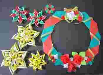 フェルトでご紹介したスノーフレークですが、折り紙を使ってこんな形のスノーフレークも素敵です。クリスマスカラーのスノーフレークと、クリスマスリースを一緒に作るのも◎。