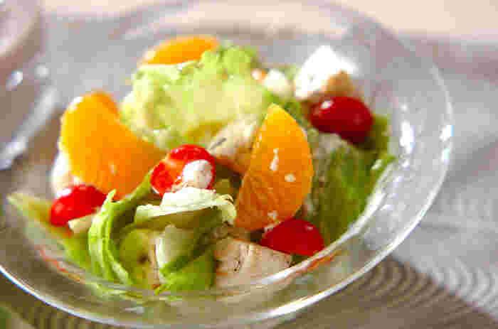 サラダにみかん! デザート感覚のフルーツサラダ。さわやかでパクパク食べられます。ドレッシングも手作りで、あっという間にオリジナルサラダの出来上がり。
