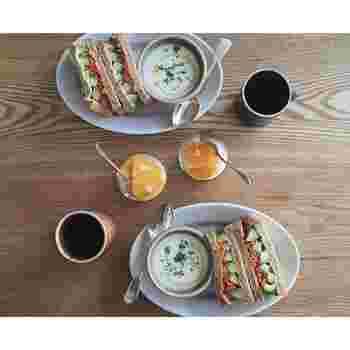 naokoさんが定期的にUPされているのが、毎日の朝ごはんです。ボリュームたっぷりのサンドイッチが美味しそうですね♪ この素敵な朝ごはん風景は、ハッシュタグ「#_あさごはん手帖__」でまとめられていますよ。