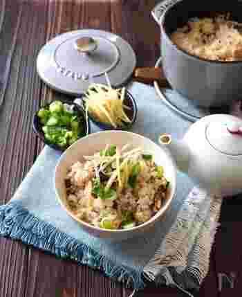 鯖の塩焼きを使った炊き込みご飯。お楽しみは、だし汁をかけて食べる〆のひとくち!