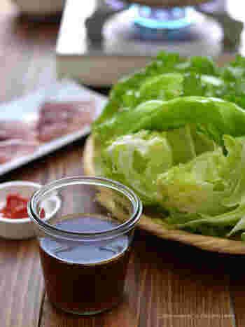 アジアの調味料ナンプラーと日本のかつお節の組合せは、奥が深くてクセになる味わい。サッパリしたレタスがいくらでも食べられそうな美味しさです。 淡白な具材の美味しさを引き出してくれるから、海鮮や豚肉、鶏肉も美味しく頂けます♪