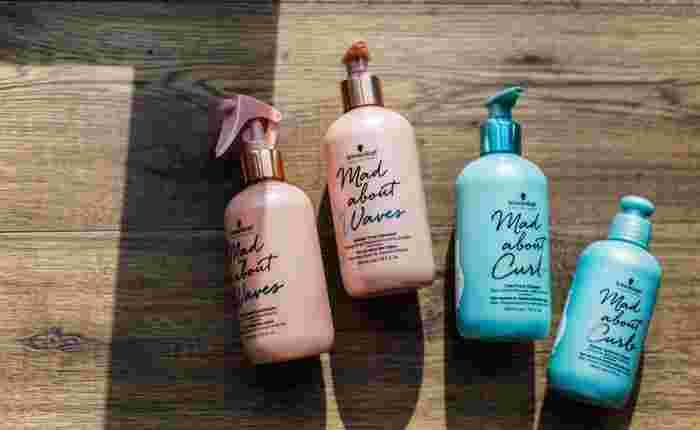 カラーリングによる髪の毛へのダメージや色落ちを防ぐカラー用のシャンプーが販売されています。専用シャンプーを使った方が色が長持ちしますよ。