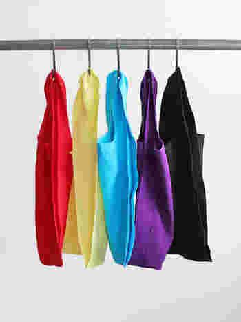 メインにもサブにも使えるマーケットバッグです。豊富なカラーバリエーションなので、色違いで揃えてもGOOD♪