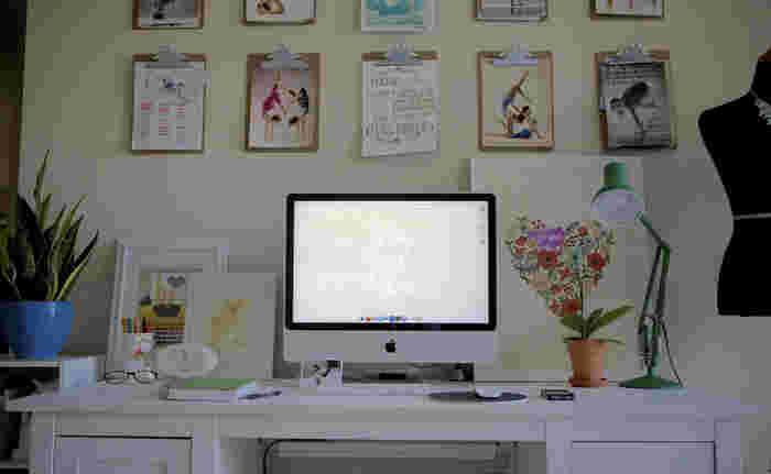 今回は、仕事をしたり、旅行の計画をしたり、書き物をしたり、プライベートからお仕事まで、思考する時間をより良いものにするワークスペースを作るヒントや、おすすめ整理雑貨をご紹介します。