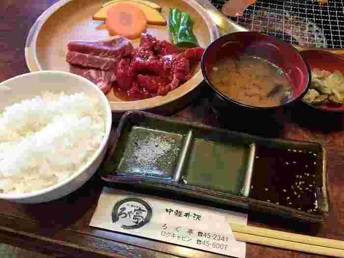 こちらは「ロース・カルビ定食」。問屋さんから直送される新鮮なお肉は驚くほどやわらかく、コスパ抜群のおいしさです。