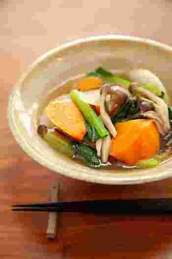大きめに切った根菜がごろごろ入ったスープ。食べごたえがあってこれ一杯でお腹満足です。味付けは塩昆布におまかせでとっても簡単!