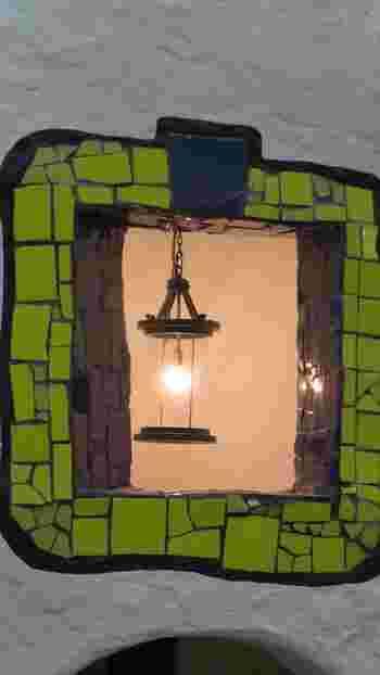 窓の部分をひとつ切り取っても、まるで絵本のなかの1シーンのような雰囲気。懐かしいようで、でも新鮮な感動に包まれます。大人の方も、近くに行った際にはぜひ訪れてみてほしい施設です。