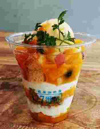 ご馳走おやつだってスタンバイ。 カップinケーキは季節によって、果実が入れ替わるのも見物。 夏の王様マンゴーが今はおいしいとのことで、急げ!