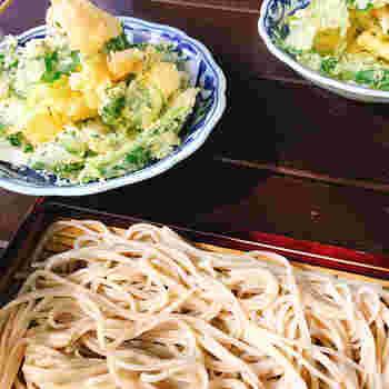 松原庵では「天ぷらせいろ」もオススメです。松原庵のかき揚げはさっくりしていて具材が大きく食べ応えがあって美味しいんです。お酒がお好きな方は、神奈川県産の日本酒と一緒にぜひ堪能してみてくださいね。