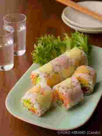 生春巻きの皮を使ってお寿司はいかがですか? うっすら見えるハートが可愛いバレンタインお寿司。 彼と一緒に作って食べるのもいいですね。