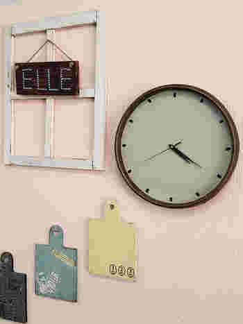 最後に文字盤を書けば完成♪アンティーク感を出すだけで、とても100均とは思えない時計に重厚な趣が生まれます。
