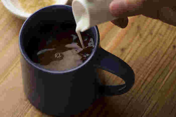 おやつの時間には、深くゆっくりと味わえるコーヒーがぴったりですね。ほかにもストウブを使って焼き上げたチーズケーキなどのデザートも充実しています。