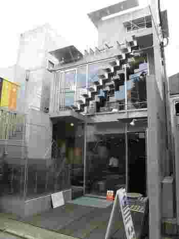 原宿駅、明治神宮前駅、表参道駅からそれぞれ徒歩10分ほどの場所にある「茶茶の間」。本格的な日本茶がいただけるお店です。