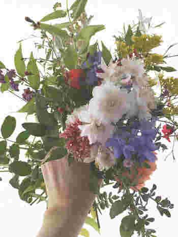 """庭にある草花をブーケに。自然が織りなす美しい色合いも、""""matuoikuko""""流に解釈すれば..."""