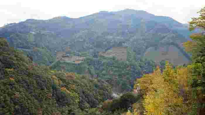 辺りを見渡すと山ばかり。 秘境の地を思わせる風景です。