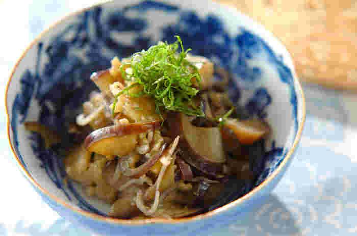 麺つゆがあれば出来る超簡単なナスを使った煮物。大葉の香りが良いアクセントになっています。