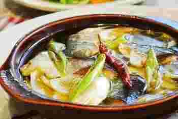 玉ねぎと長ネギの2種類の「ネギ」と新鮮なサンマを使った、秋におすすめのアヒージョ。サンマが旬の時期にぜひお試しください。