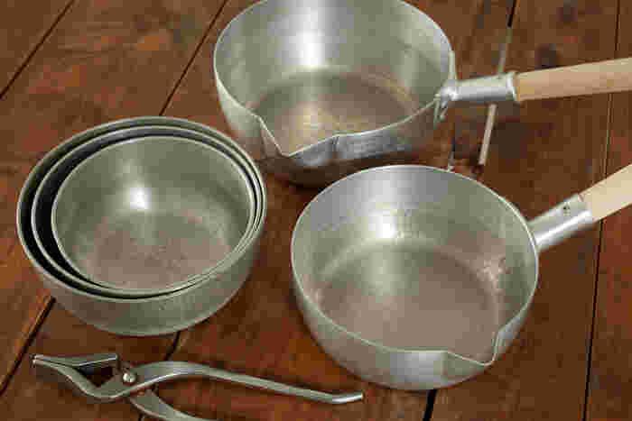 日本料理店で使用されているプロ仕様の雪平鍋。スタッキングできて収納に便利な上、慣れると意外に使いやすいことから一般の方にもオススメだと仰っていました