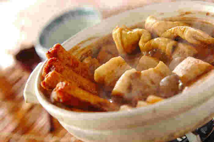 名物の八丁味噌を使った、名古屋の「味噌おでん」。大根やこんにゃく、牛すじなどにしっかりとした味噌の味がしみ込み、寒い季節にぴったりのコクのあるおいしさ。このレシピのように、豚のかたまり肉などを使うのもいいですね。