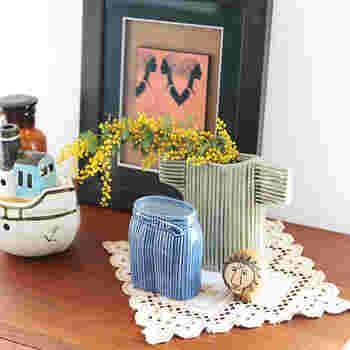 下駄箱の上に一輪挿しを置いて季節のお花を飾るような暮らしはいかが?玄関に花があるだけで、出掛けるとき、帰ってきたときのちょっとした癒しに♪