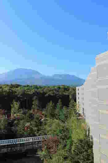標高1130mにあることから名づけられた「ホテル軽井沢1130」。屋上のパノラマテラスでは、360度何にも遮られることなく、浅間山をはじめ軽井沢の山々を見渡せます。晴れた夜には満天の星空も!