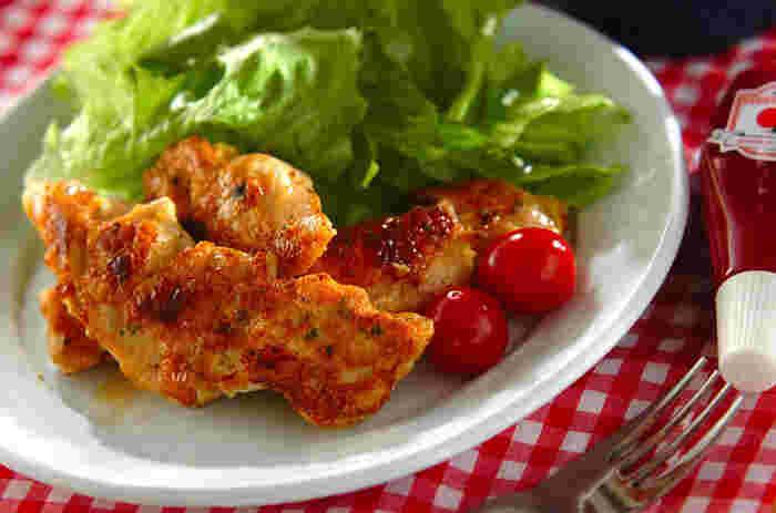 リーズナブルでヘルシーな鶏むね肉。ピカタにするとコクが増して、冷めても美味しいおかずになります。最初に白ワインで蒸すことで、お肉がふっくらと仕上がります。