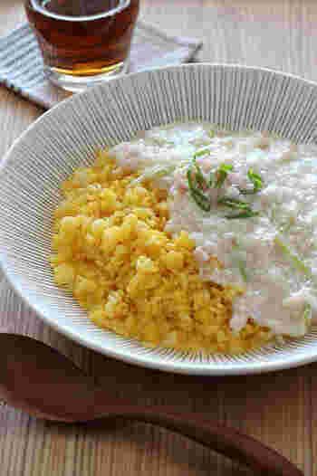 卵黄と卵白に分けた卵を使い、卵黄はあたたかいご飯とまぜて、卵白は長ネギとエノキ茸、カニ缶でとろりとした白いかにあんに。2色の彩りもよく、やさしいかにあんは、ご年配の方から子どもまで美味しくいただけて◎。