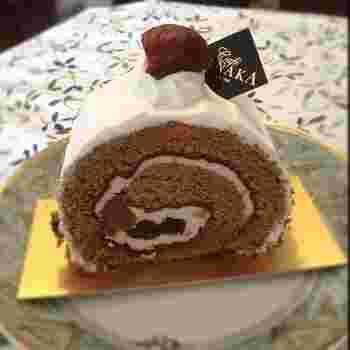 名古屋ならではの、素材を使った焼菓子がいくつかあるので、名古屋のお土産におすすめです。名古屋の喫茶文化が表現された「NAGOYAロール」。コーヒーの味のスポンジに、マロングラッセ&小倉あん、上質なバタークリームが巻き込まれたロールケーキです。しっとりと大人風味で美味しく、名古屋らしさが感じられますよ。