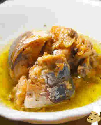サバ缶とオリーブオイルで作る簡単アヒージョ。バケットを浸したり、パスタに絡めてもおいしそう!あるもので作れるうれしいレシピです。
