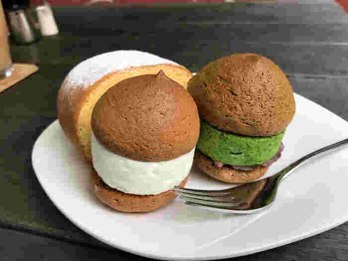 こちらでおすすめなのは、店名にもなっている「空気ケーキ」という名のスイーツ。空気のようにふわっふわなムースクリームと餡が挟まれた、洋菓子と和菓子の間のようなケーキです。